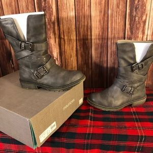 Maurices Wide Calf Boots size 8! Gray!!